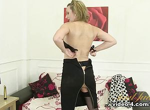 solo,striptease,matures,milf,fetish,nylons