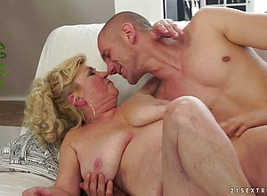 thick tits,blonde,blowjob,hairy,mature,grannies,hardcore
