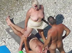 Amateur,beach,mature,voyeur,hd videos,outdoor