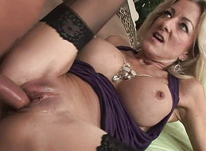 blonde,mature,stockings,lingerie,hd Videos,big globes