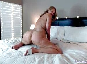Big butt,solo,striptease,vintage,milf,matures,peeing,fingering