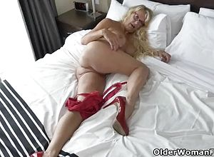 Cougar,milf,matures,striptease,masturbation