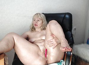russian,blonde,dildo,matures,peeing,vibrator,webcams